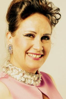 Schlager-Revue - Julia Kokke.png